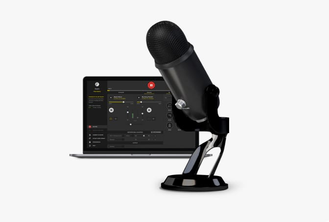 A desktop and professional microphone, the perfect set up to record using the Spreaker Studio App recording technology.